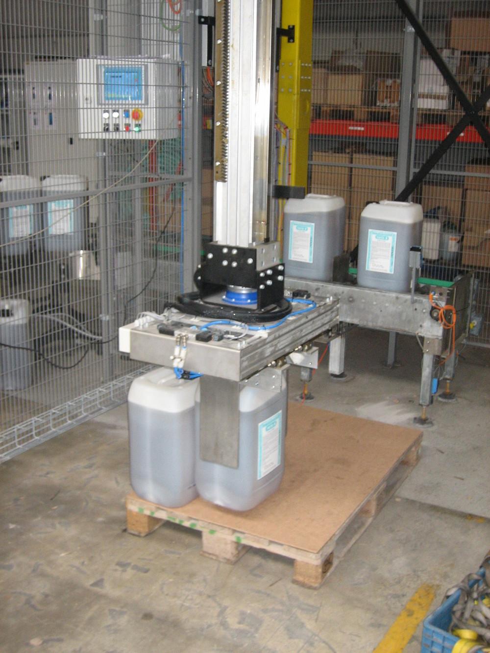 Detail of gripper of detergent palletizer