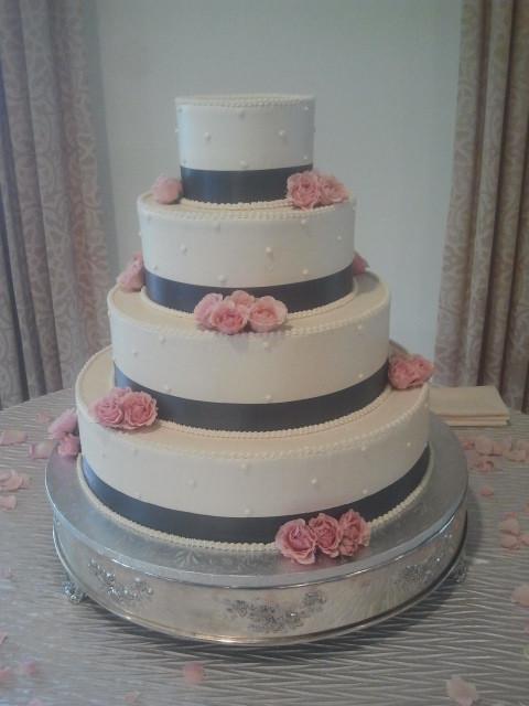 Cake - pink roses.jpg