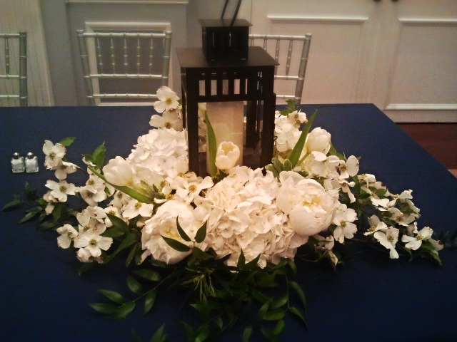 Centerpiece - lantern with white flowers.jpg