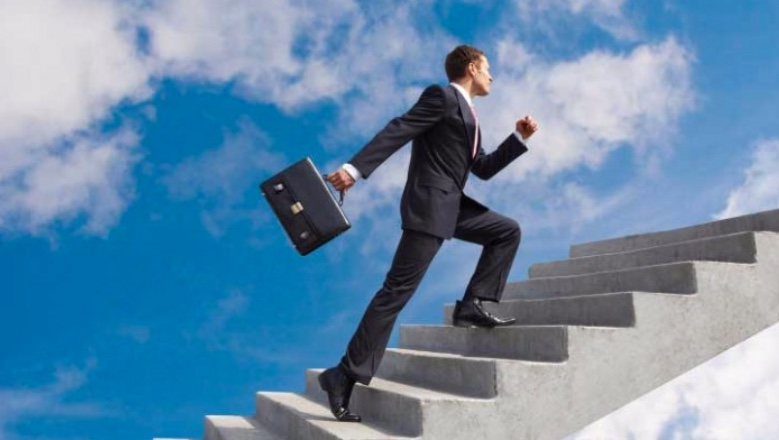 10 tips for moving up corporate ladder careercloud