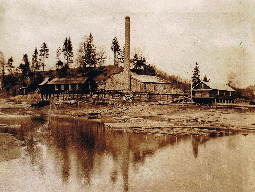 Nes Lense . Foto fra 1909.