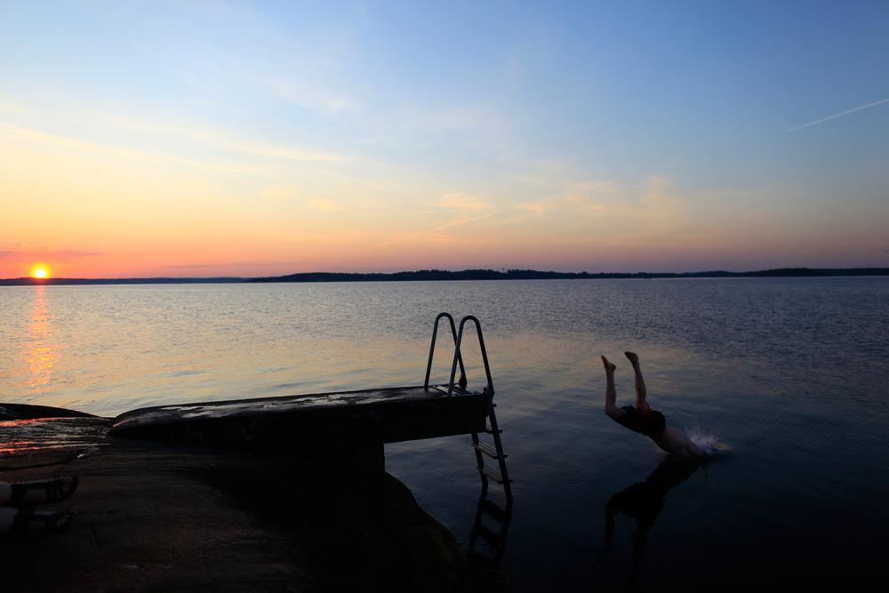 Årets første bad på Saltholmen. Bildet er fra en nydelig maiikveld i 2012.