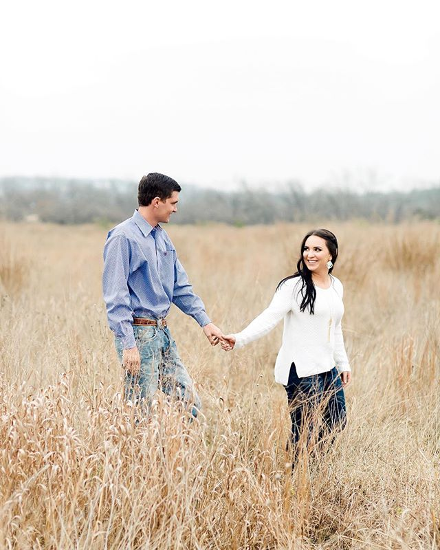 Happy Tuesday! We just delivered this sweet engagement session and continuing to knock things off our to-do list. We hope you're feeling just as accomplished today!