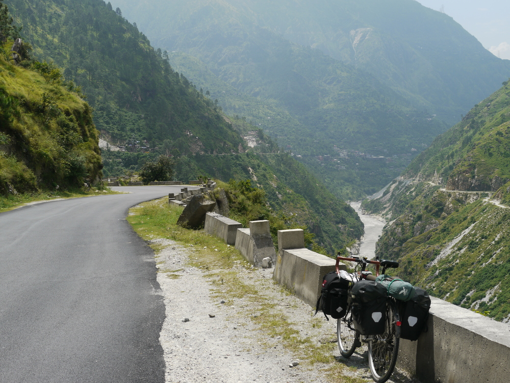 Slowly gaining in altitude as I follow the Sutlej river up the valley