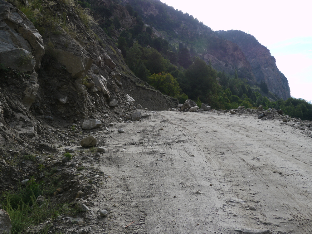 The road deteriorates in section and these can stretch for kilometres. This section was sandy and steep forcing me to walk the bike.