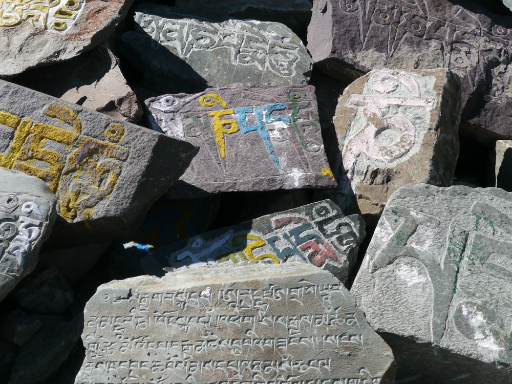 Mani stones placed on the summit of Kunzam La,