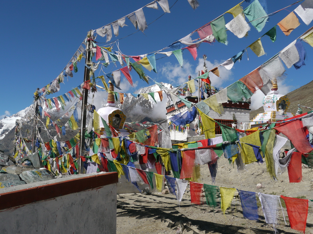 Prayer flags and temple on the top of Kunzam La (4501m).