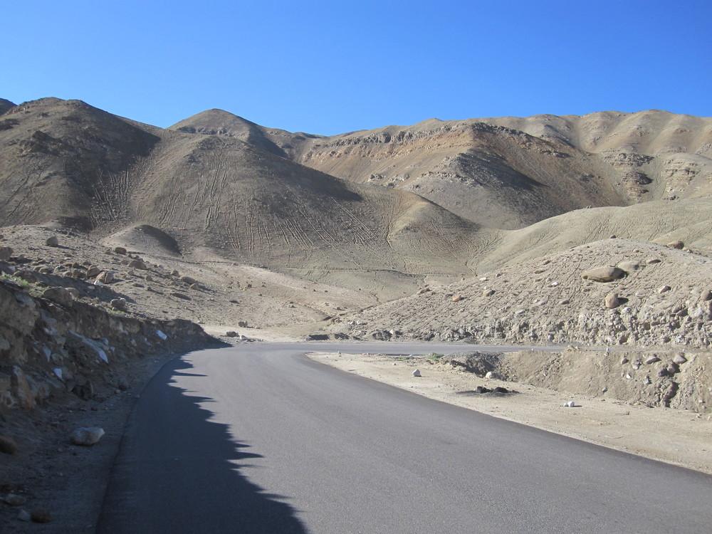 The road to Lamayuru.