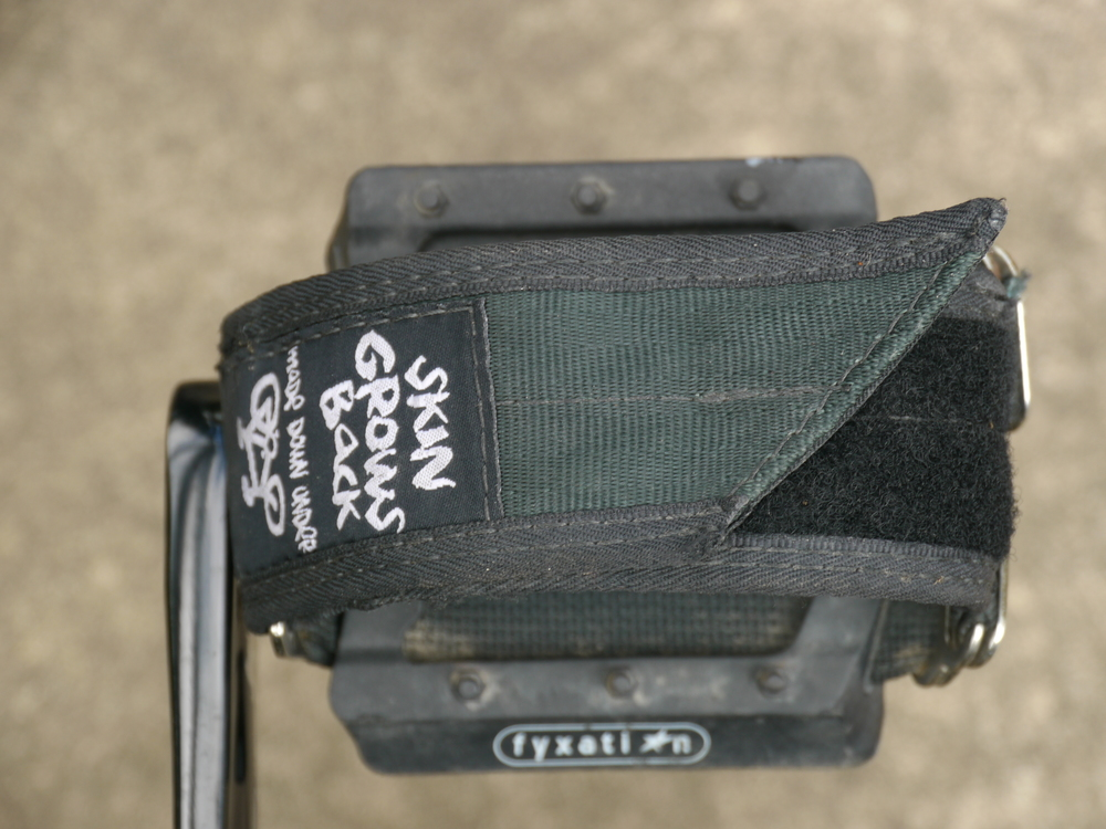 Flat pedals and toe straps provides options for footwear.