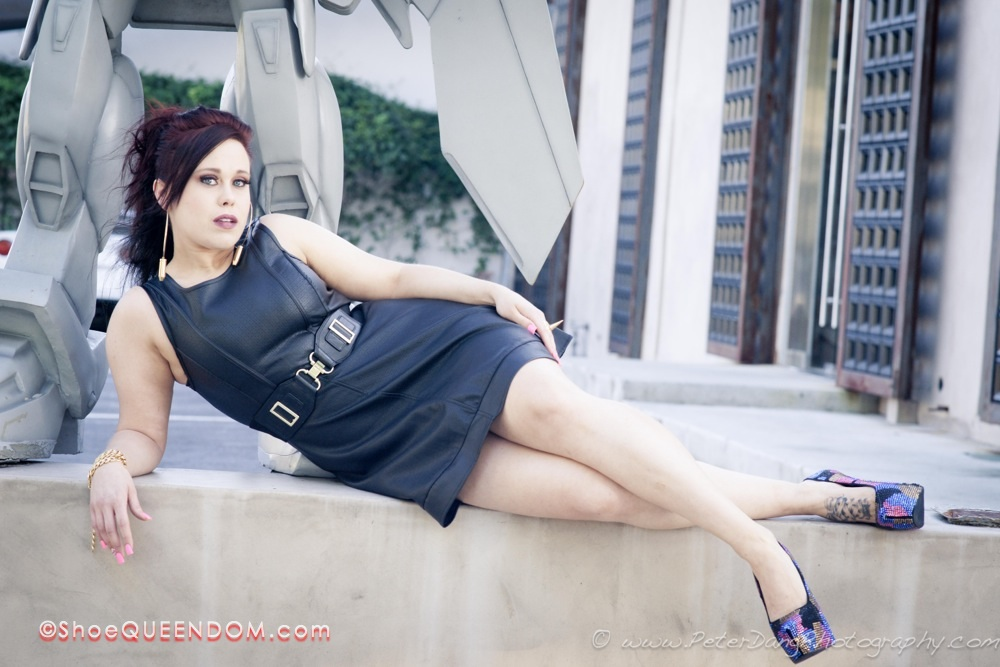 ShoeQUEENDOM Featured- Alisse Kicks0l0gy -11.jpg