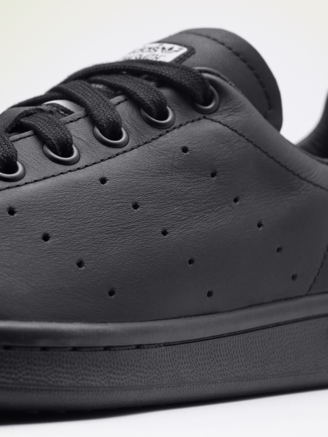 Pharrell Williams Stan Smith_B25387_detail_2.jpg