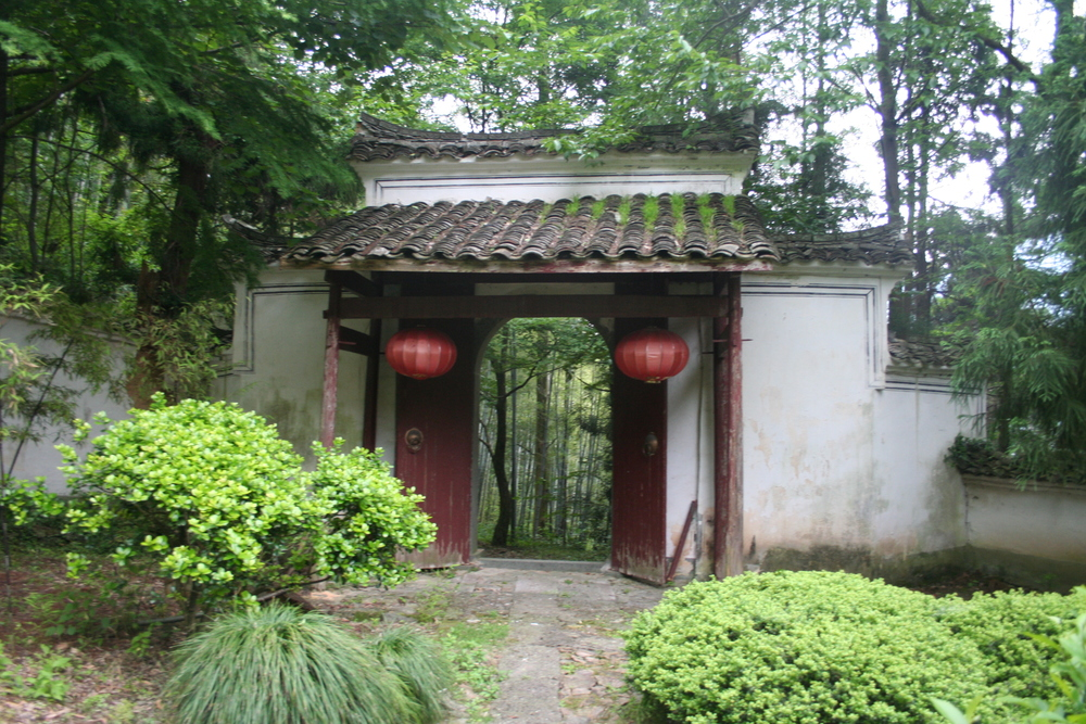 Gate on Mount Tianmu 天目山
