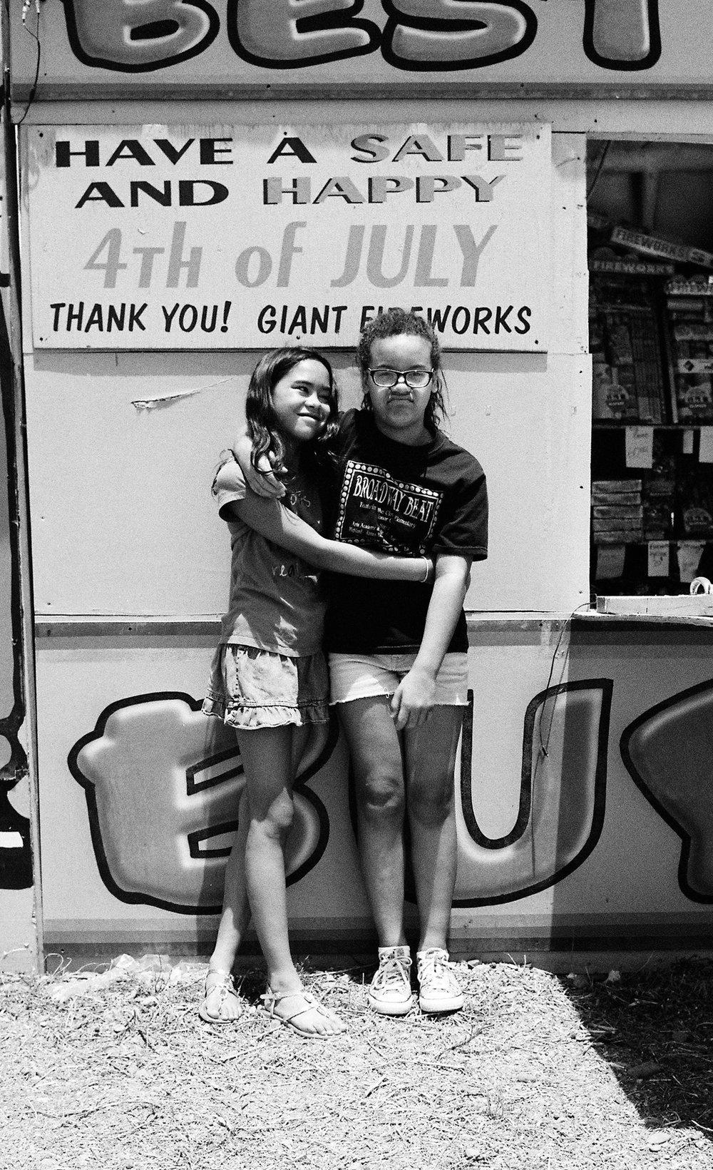 sisters-hug-fireworks-stand-texas