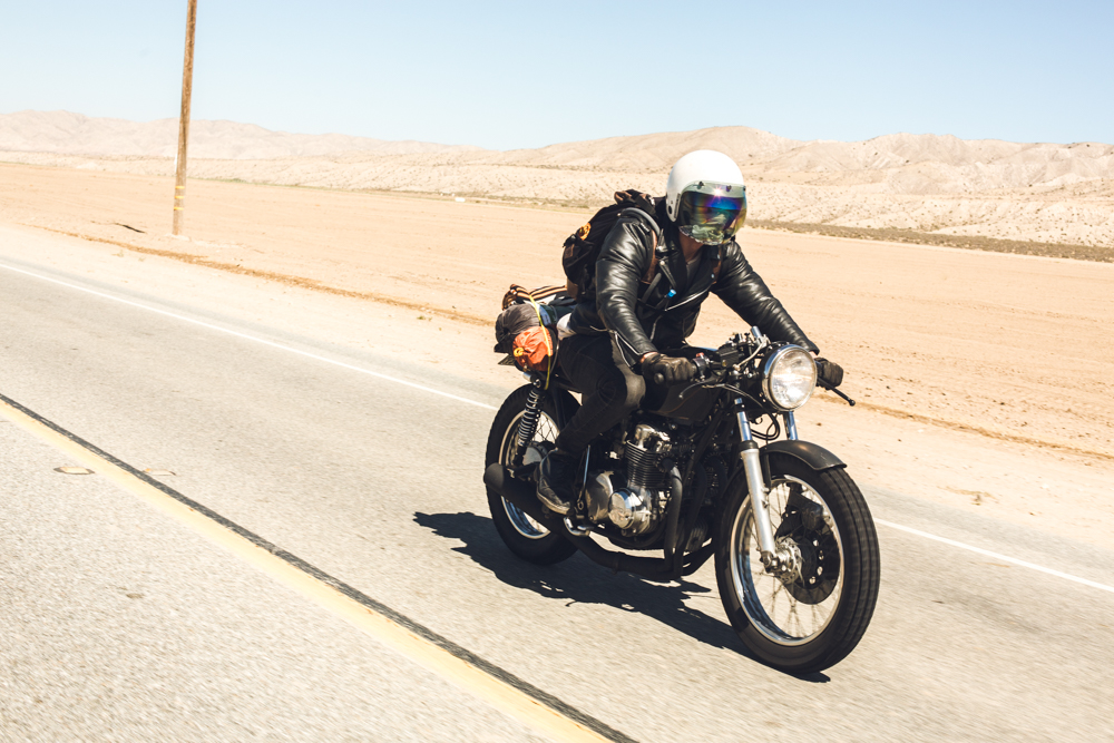 Honda CB550 cafe racer in the desert sun - The Skulls - theskulls.co