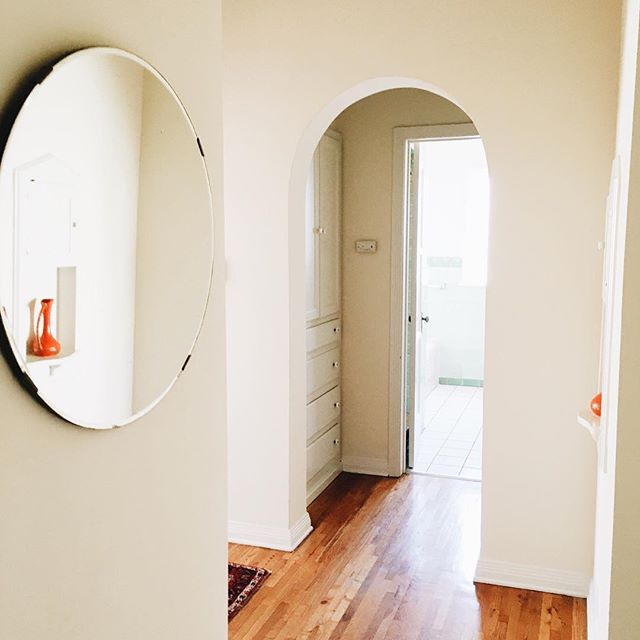 I haven't ventured into the awesome neighborhood because this AirBnB is too pretty leave. #ilikeitwhenthingslookpretty #interiors #oldapartment #mirror #arch #airbnb #vsco #vscocam