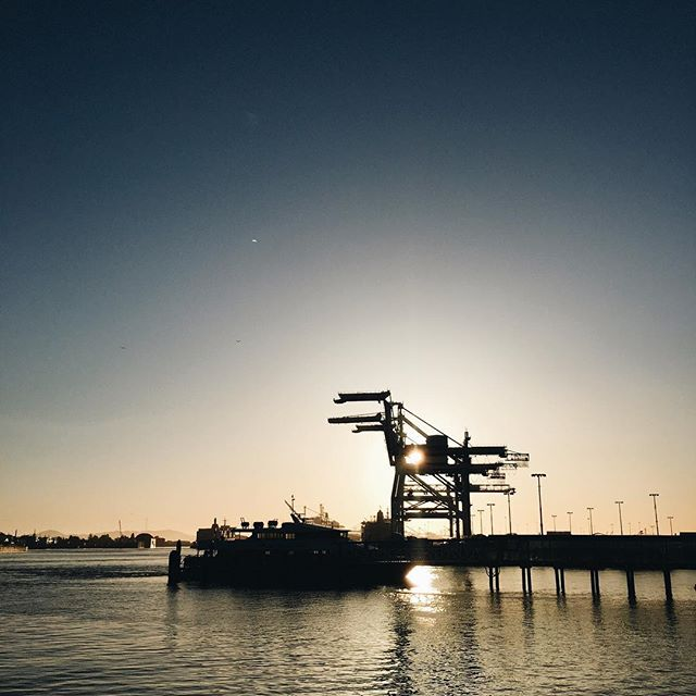I'm sorry but Oakland is the best. #ilikeitwhenthingslookpretty #docks #oakland #oaklandloveit #weloveoakland #sunset #vsco #vscocam