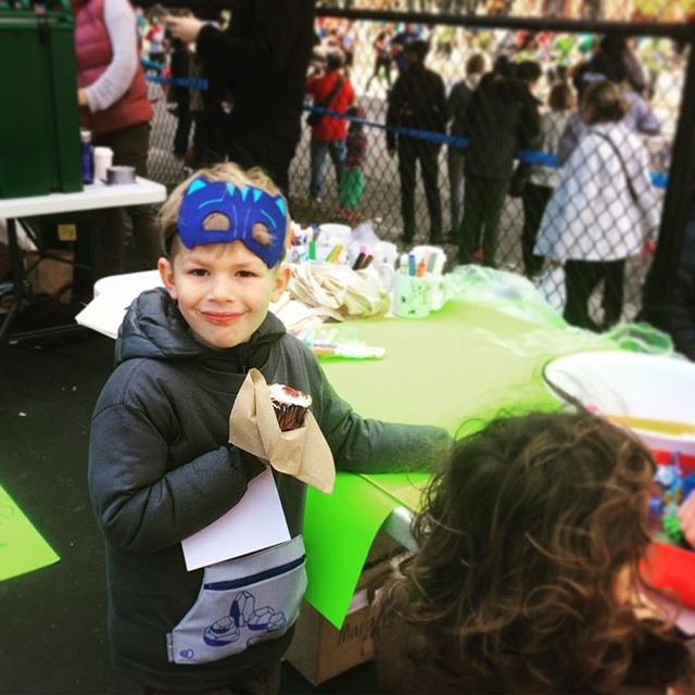 Just one of the #brooklynkids wearing a new #PockeTeez shirt to hold tickets and treats at the #ps118 Maurice Sendak school @nycmarathon Fun Day. #whatsinyourpocket ? 12 days to go on @kickstarter!