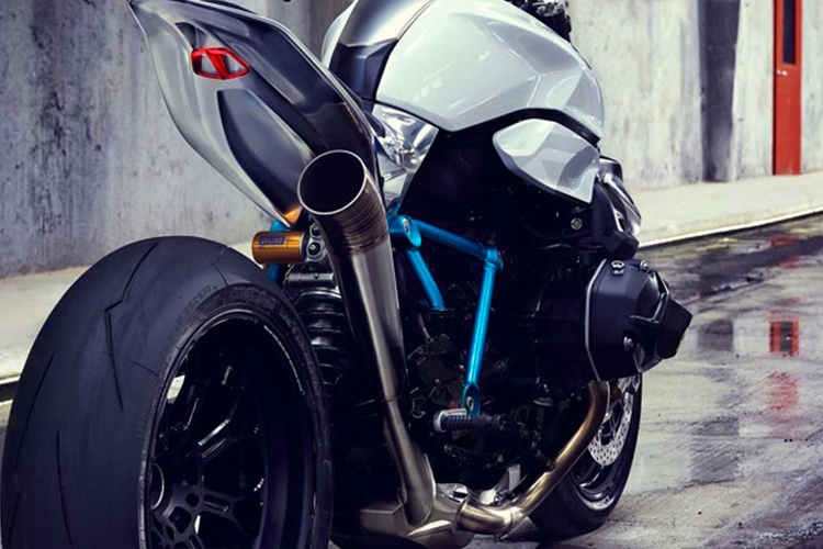 BMW moto 3.jpg