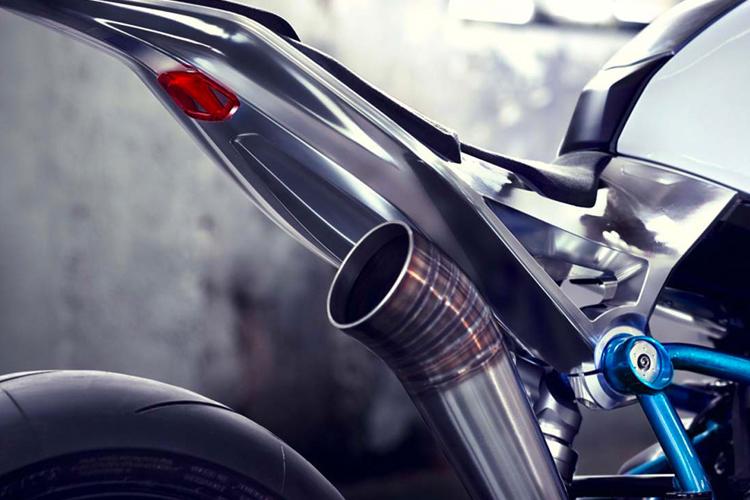 BMW moto 4.jpg