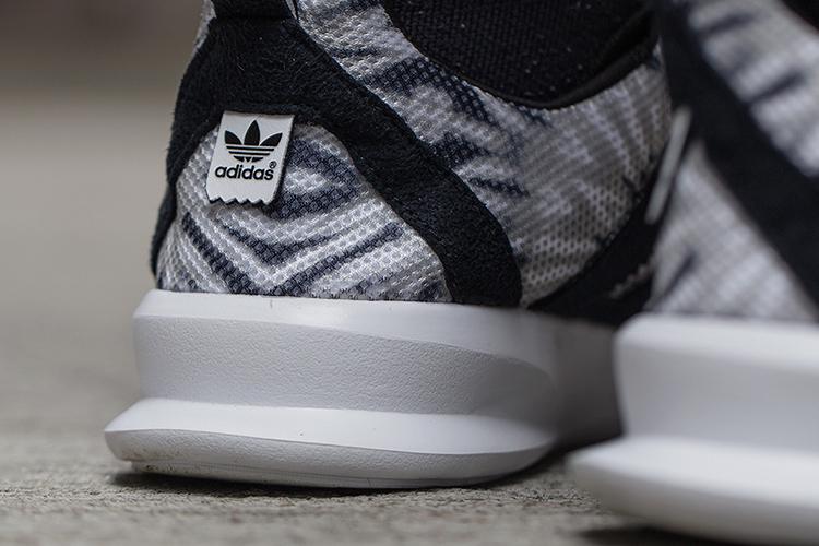 Adidas SL Loop 3.jpg