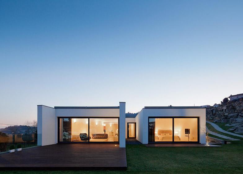 RM-House-in-Felgueiras-Portugal-by-Fernando-Coelho_dezeen_784_36.jpg