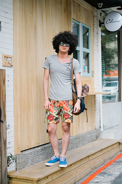 OWEN GU  on Flickr.  Dongche, TAIPEI. Owen Gu, student. Vans shoes, Joyrich shorts, Obey bag, Slightly Numb shirt, DeMarco Lab sunglasses, G-Shock watch,   blogs.wsj.com/scene/2013/08/27/scenestyle-slightly-numb-i…