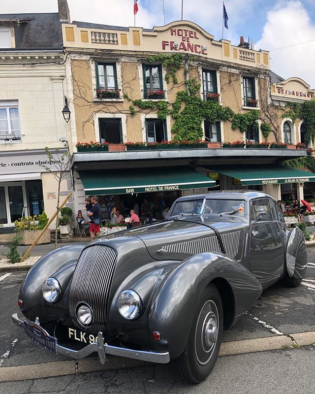 Celebrating our amazing 'Best in Show' award @classicgrandtour2018 with a trip to the legendary Hotel de France. Thank you so much everyone for a fantastic and very fun weekend!! #classicgrandtour2018 #cotswoldcollectorscars #bentleyembiricos #bestinshow #lemans #drivetastefully