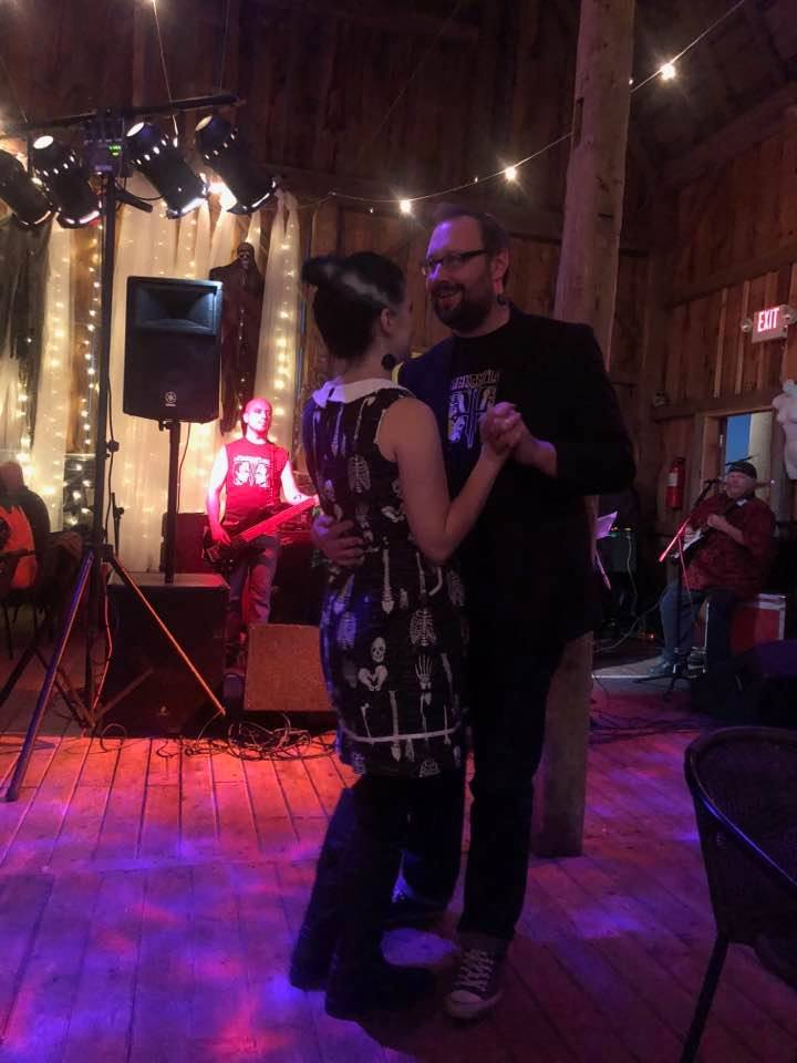 dancing with the wifey during the opening act. we're lo-key Frankenstein and Bride of Frankenstein, of course (notice the bolts on our necks).
