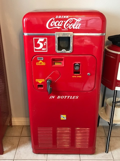 - The VMC 33 was the solution to increasing the vending capacity of the VMC 27B. The center of the vending drum was redesigned to hold an additional 6 bottles of soda. This model was produced between 1951-1953.