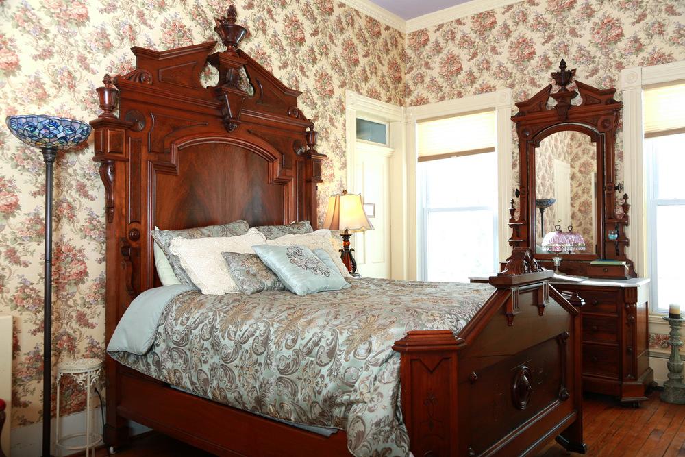 161C0155-suite-bed.jpg