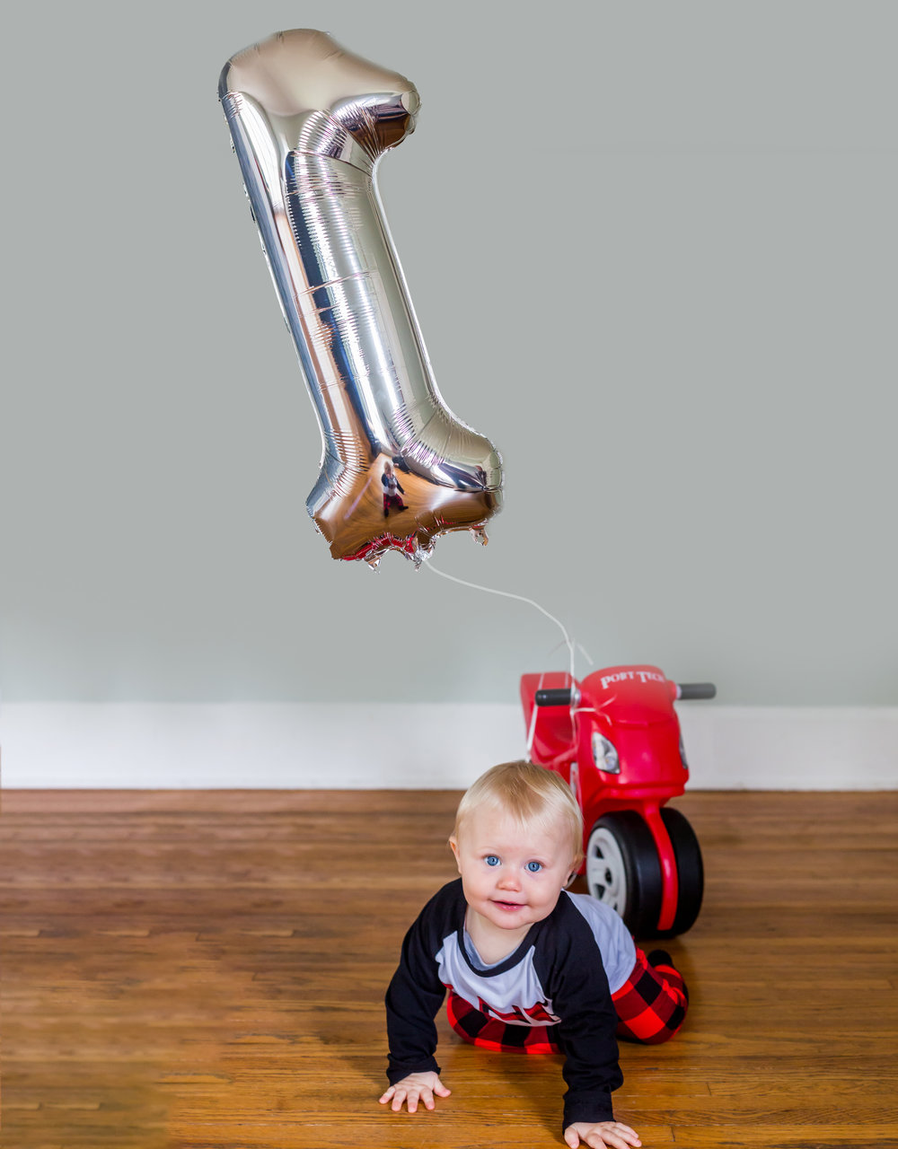 Cole looks a little unsure during his one year photo session in the Andesron, indiana photography studio