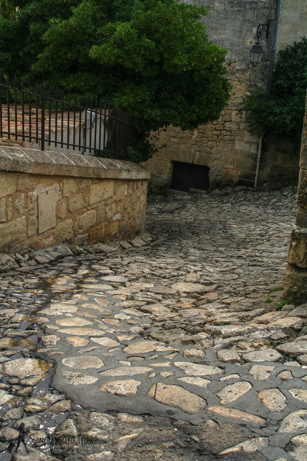 "This path is called ""Tertre des Vaillants"" - according to  St Émilion's tourist information site , ""tertre"" is a specific word to this town indicating a steep pedestrian cobblestone street. This one is for the valiant!"