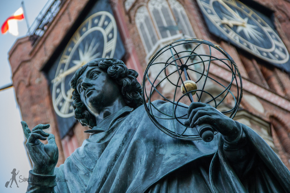 The Copernicus statue in the center of town