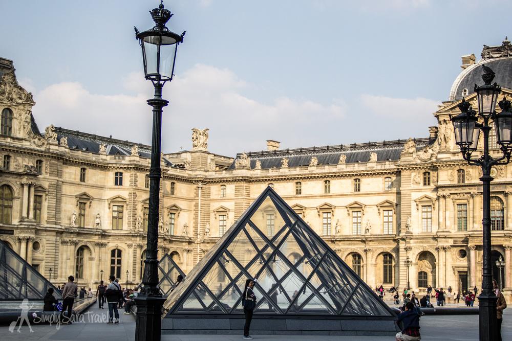 Is Paris tourist-friendly? Are tourists France-friendly?
