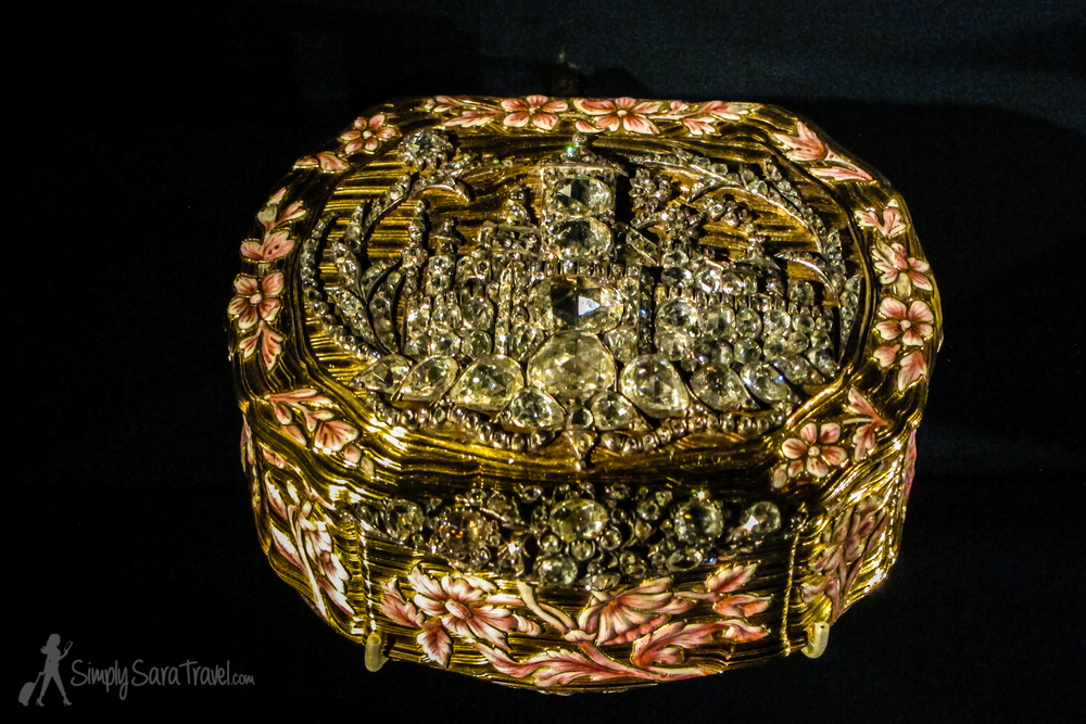 There's a whole display of snuffboxes - I picked this one  (from 1738-1739) with all its diamonds and gold as my favorite