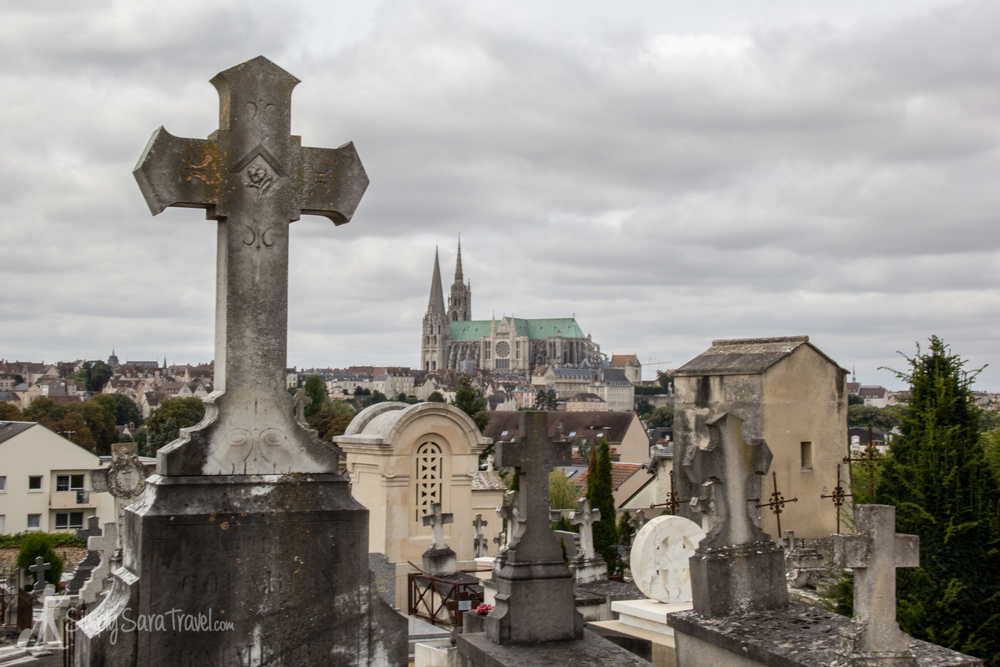 Cimetière St Chéron overlooking the center of Chartres