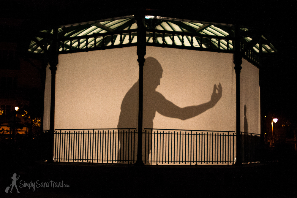 Shadow theater/dance in Square du Temple