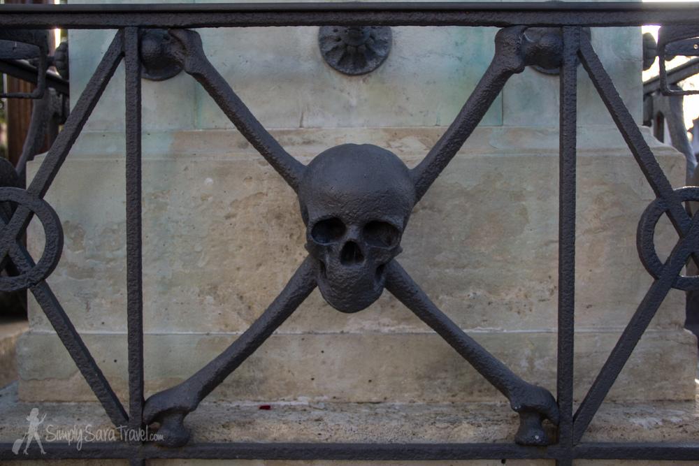 Skull and crossbones at Montparnasse Cemetery