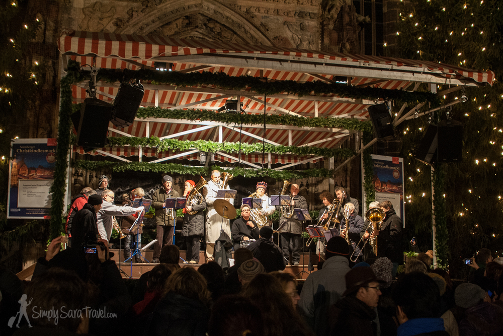Look at the schedule for free events at the Christmas markets, like this concert in Nürnberg, Germany.