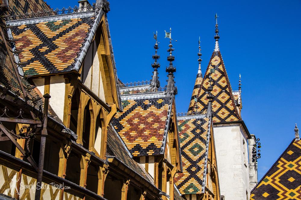 The colorful rooftops of theHôtel-Dieu de Beaune