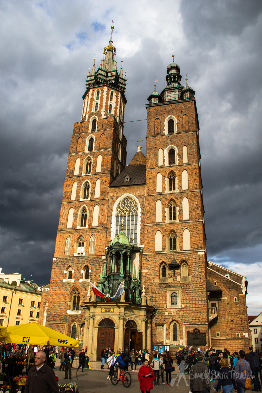 St. Mary's Basilica on one end of the Rynek Główny square