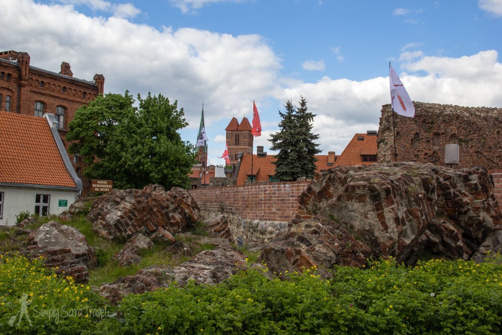 Oh, you know, just some ruins of the castle that stood here from the Teutonic Knights. It was the order's first castle. Don't feel too bad though - their ginormous Malbork Castle in the area still stands and can still be visited.