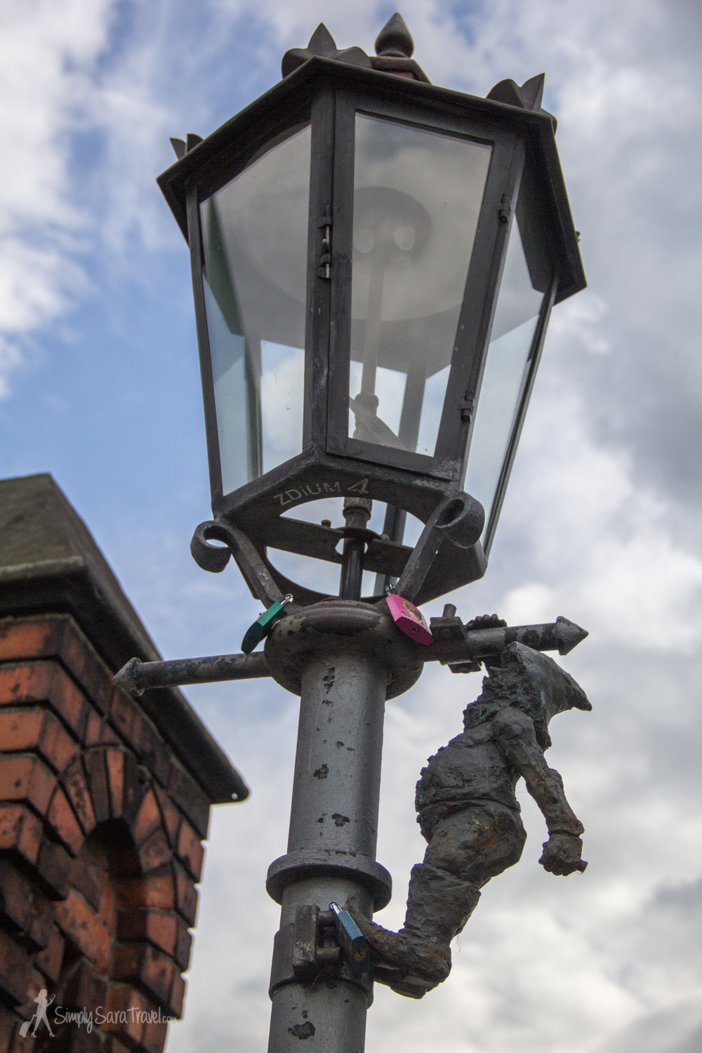 Look up to spot the Lamplighter on the Ostrów Tumski bridge!