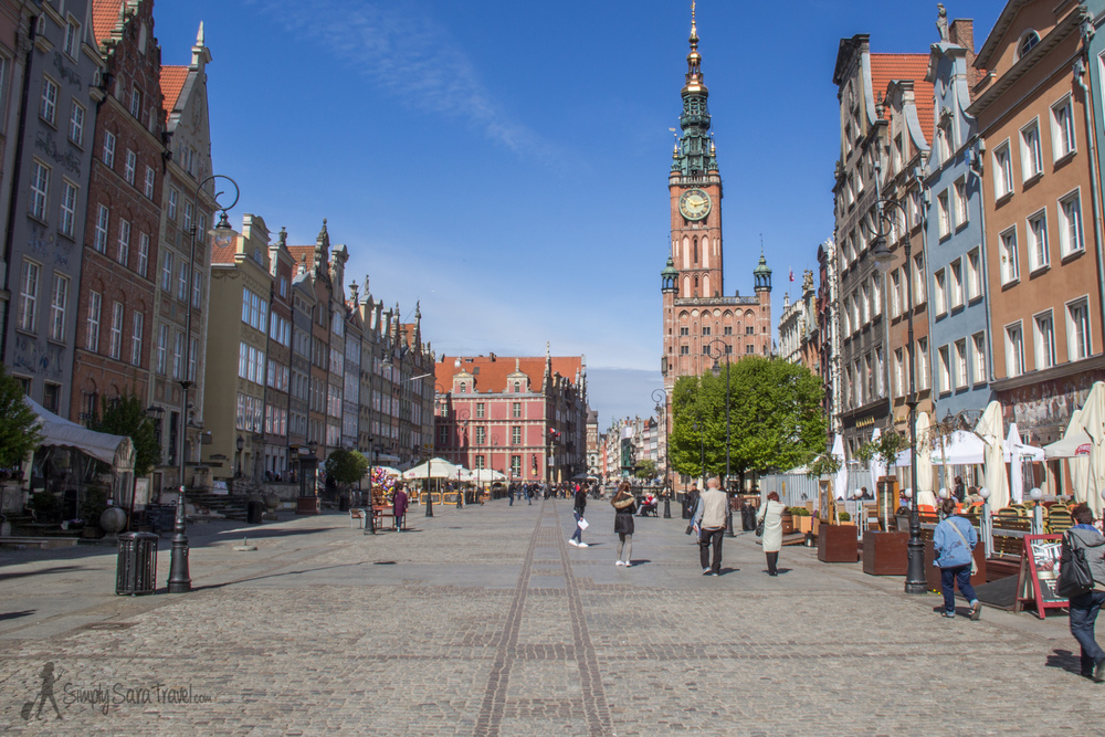 Royal Way of Gdańsk, featuring Town Hall on the right-hand side