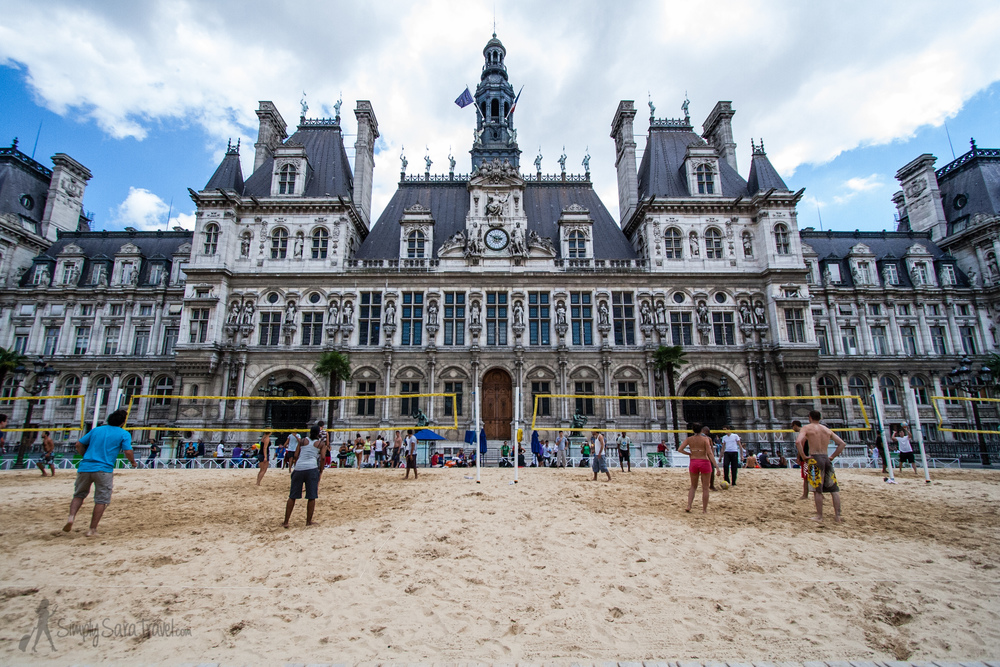 The space in front of Paris' Hôtel de Ville always has something going on during the summer - check it out to see what's going on, like volleyball courts or free concerts!