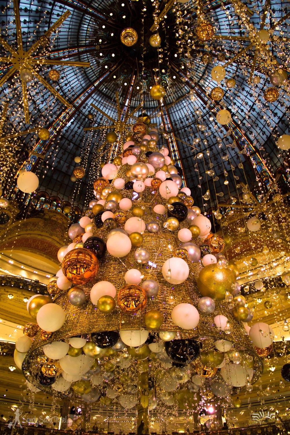 I even got to swing by Galaries Lafayette to see the tree, one of my favorite pre-Christmas in Paris traditions.