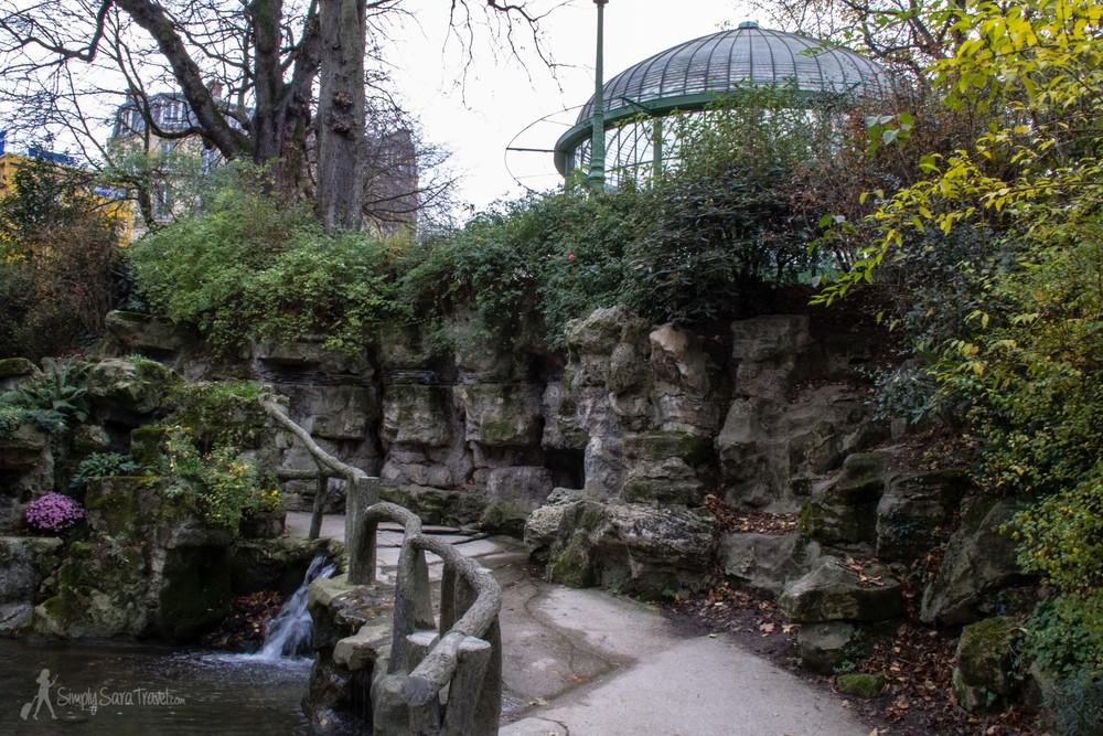 Square des Batignolles even has a small cascade feeding into the stream that runs through the center of the grounds, into a pond.