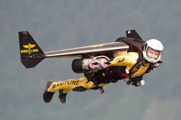 'Jetman' Yves Rossy flies over Lake Lucerne, Switzerland-939499.jpg