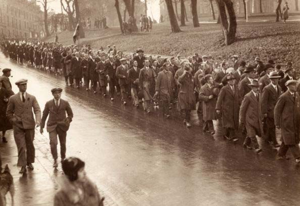 Men of theBritish National Federation of Discharged and Demobilised Sailors and Soldiers marching on the occasion of the Armistice in 1918 before such events became formalised.