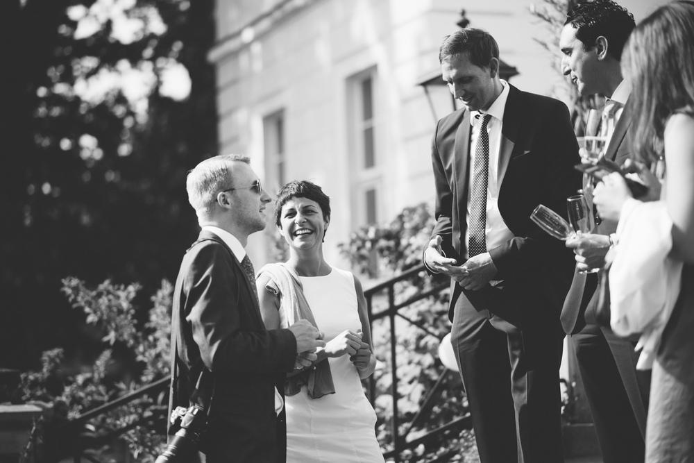 Hochzeitsgesellschaft im freien Schloss Wedendorf